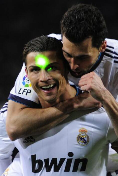 El molesto rayo láser también se interpuso en la celebración de Ronaldo.