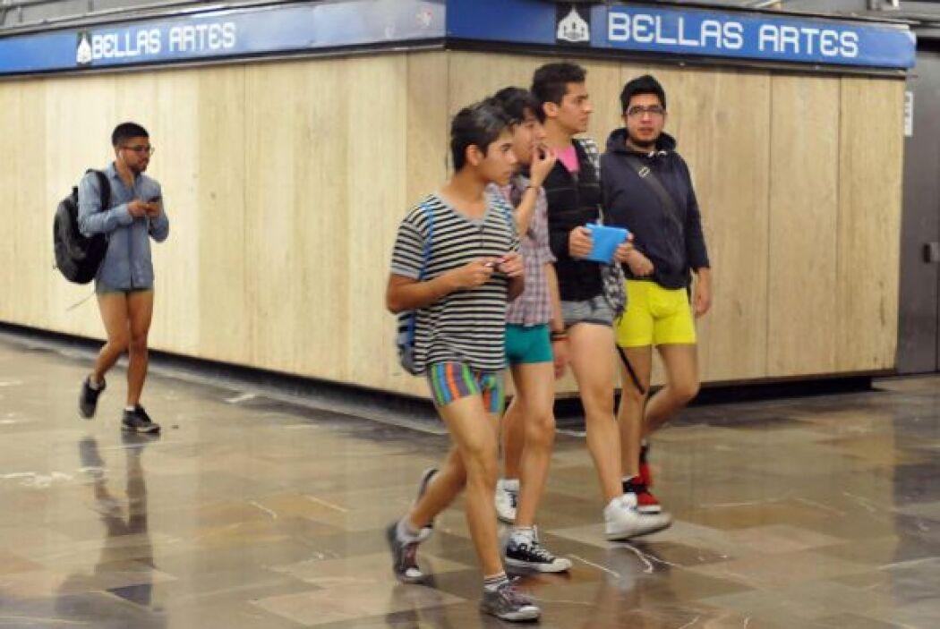Miles de personasviajaron sin pantalones en el metro de varias ciudades...