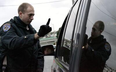 ¿Qué derechos tienes cuando te detiene un policía?