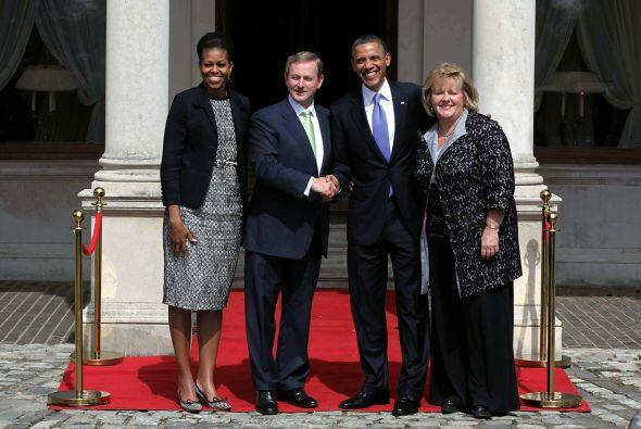 Obama también estuvo en Dublin donde fue recibido por el primer ministro...