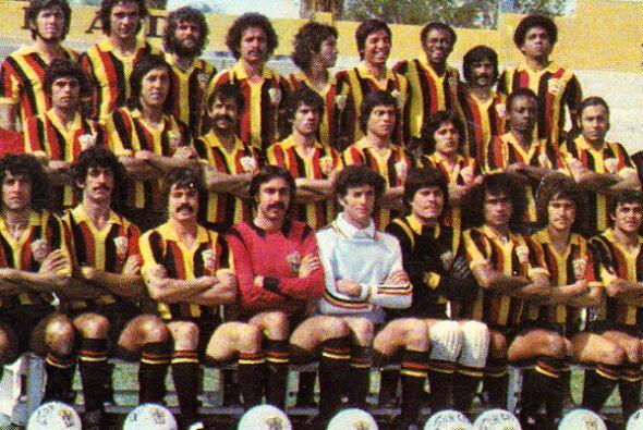 El 14 de junio de 1974 debutaron en la Primera División enfrentan...