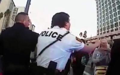 Departamento de Policía de Tucson revela video que muestra cuando un ofi...