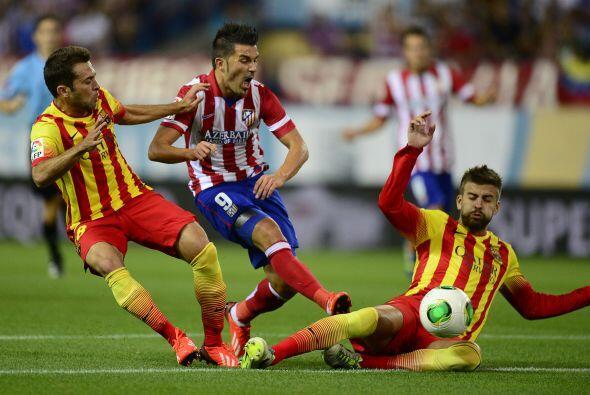 Pero la oportuna llegada de los centrales Piqué y Mascherano evitó la de...