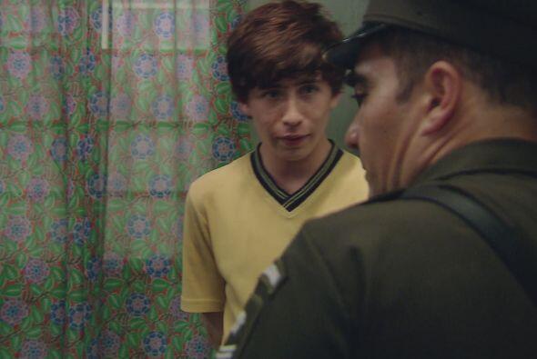 La policía registra la casa del Cejas y al no encontrar nada extraño, de...