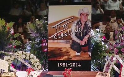 Cientos de fanáticos en el funeral de Tito 'Torbellino'