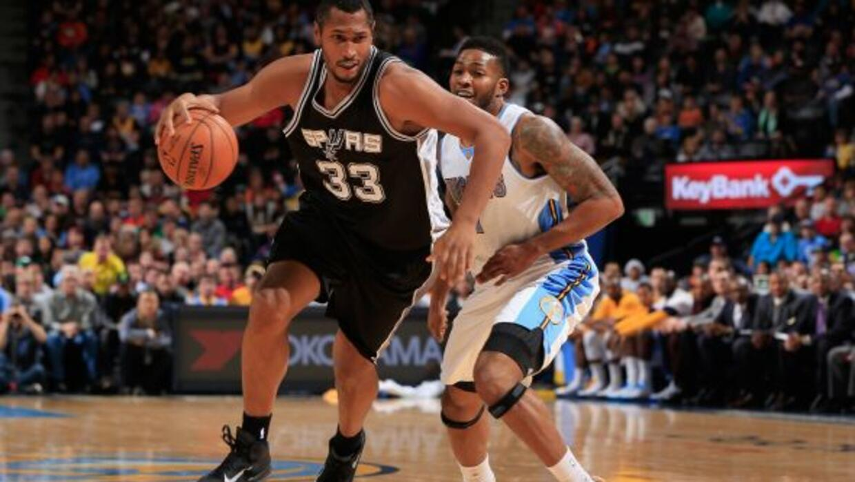 Gracias al liderazgo de Kawhi Leonard, los Spurs lograron imponerse ante...