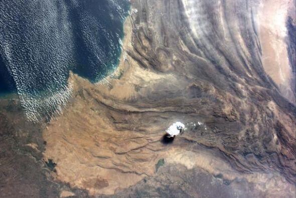 La   preciosa   geología   al sur de   Pakistán.   Fotos: @astro_reid
