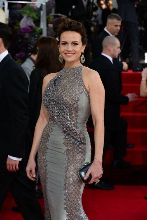 Las Curvas de Carla Gugino destacaron aún más con su entalladito vestido.