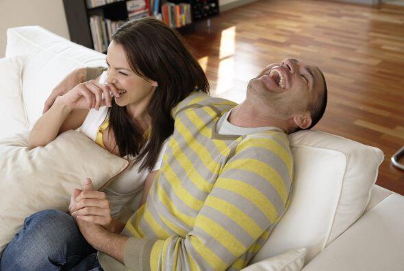 Propicia reír más con tu pareja, pueden ver una pel&iacute...