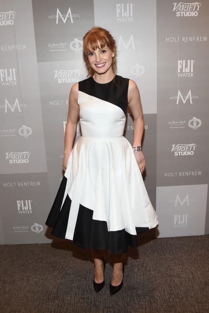 O portar un vestido al estilo del 'ying yang' como Jessica Chastain.
