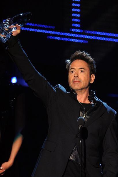 Ellos le entregaron su premio a Robert Downey Jr., quien volvió a...