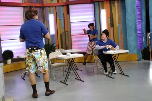 Alancito, Raulito y Johnnicito ya están en el salón de cla...