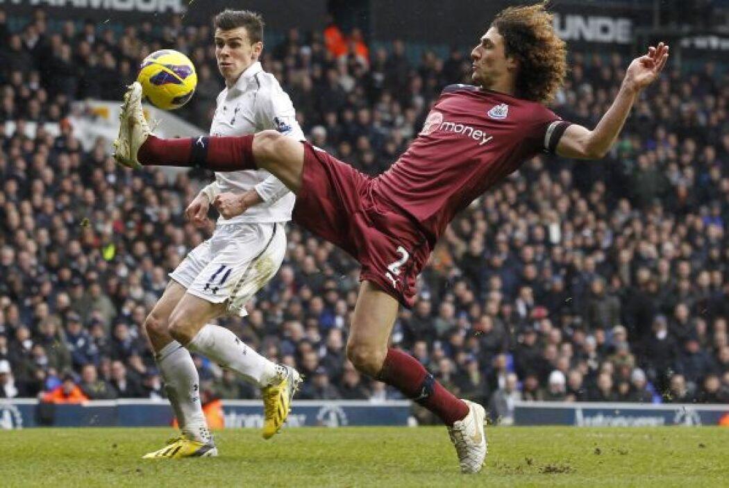 La jornada del fútbol inglés abrió con la visita del Newcastle al Totten...
