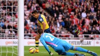 Alexis marca su segundo gol al Sunderland.