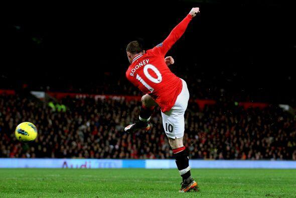 Y el cuarto fue un golazó de Rooney. Tomó la pelota de vol...