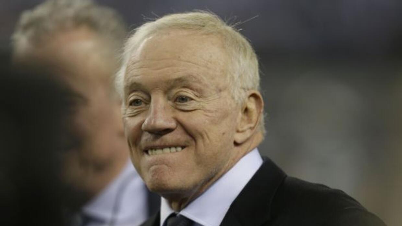 """Los Cowboys de Jerry Jones """"ascendieron"""" una posición en el Draft, su pr..."""