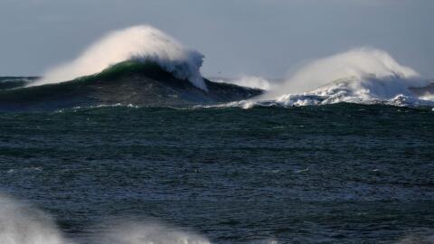 La ola llegó a elevarse a casi 20 metros, lo que la convierte en...
