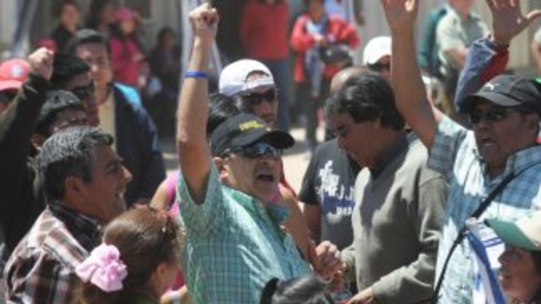 El minero Dario Segovia fue recibido por familiares y amigos tras sobrev...