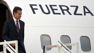 Peña Nieto saliendo de su avión actual.