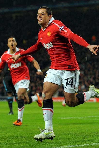 El 'Chicharito' aprovechó una asistencia de Wayne Rooney para inaugurar...
