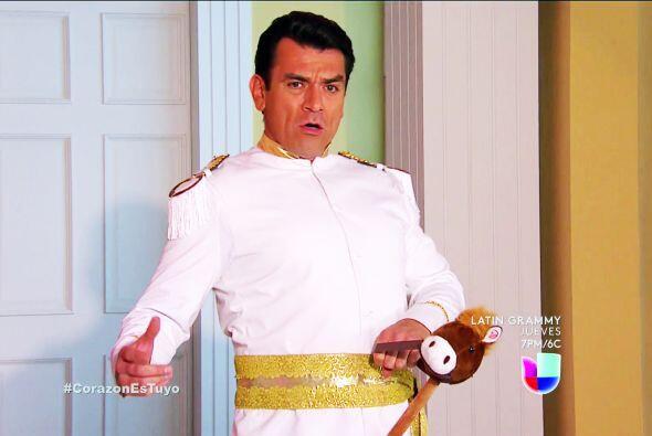 ¡Sí! El príncipe Fernando Lascurain llegó par...