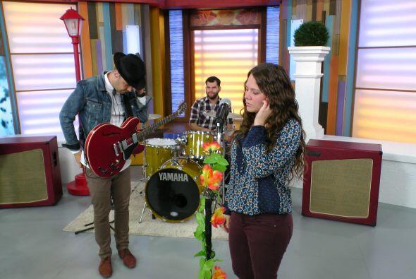 La exitosa agrupación de pop, Jesse y Joy llegó al programa para present...
