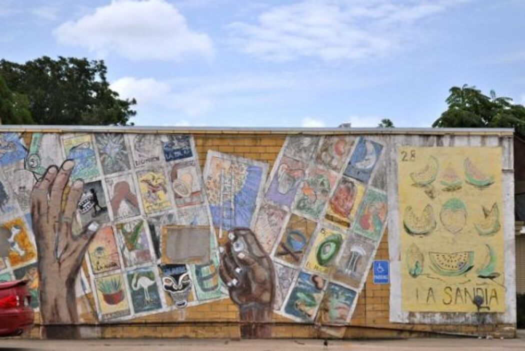 Y para cerrar con broche de oro, este mural con imágenes del juego mexic...