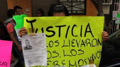 Familiares reclaman información sobre jóvenes desaparecidos.