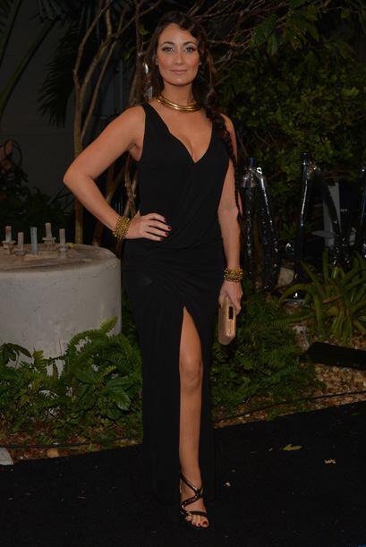 La actriz Karla Monroig deslumbó con su sex appeal y elegancia en la alf...