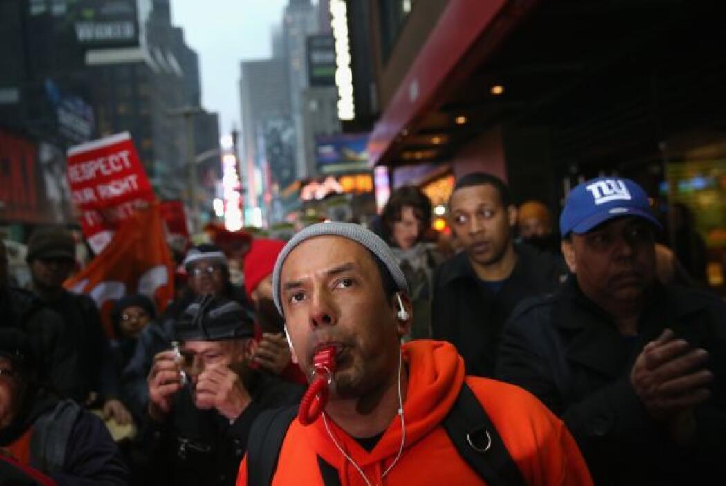 """En ella exigieron un """"salario digno"""" y criticar la creciente desigualdad..."""