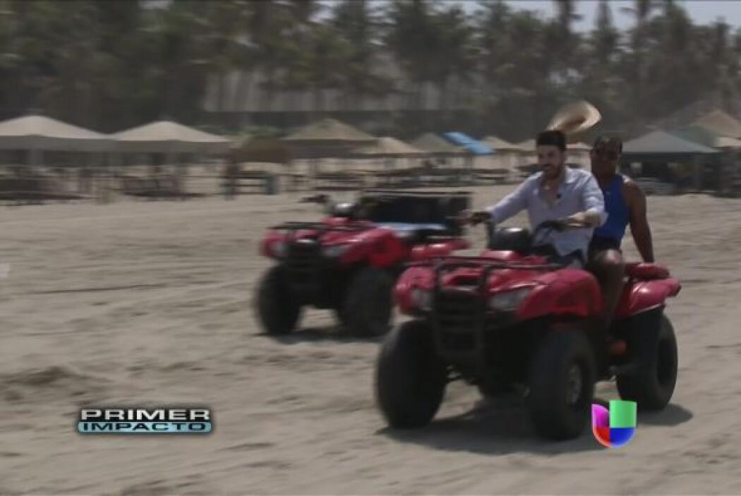 En Acapulco Jomari Goyso fue en busca de Tony Dandrades para prepararlo...
