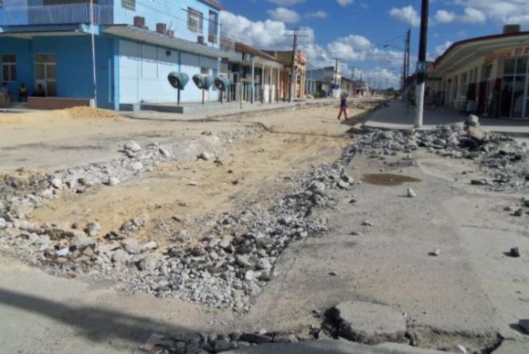 Foto reciente del tramo de la calle Maceo (Carretera Central) de la vill...