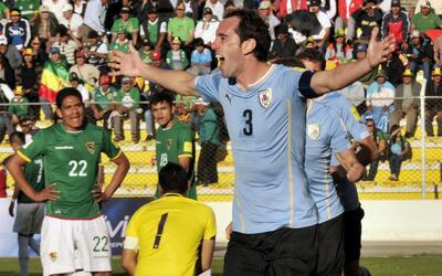 El defensor marcó el segundo para Uruguay.