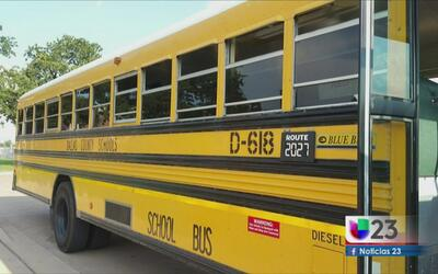 Padres de familia se quejan de autobuses escolares