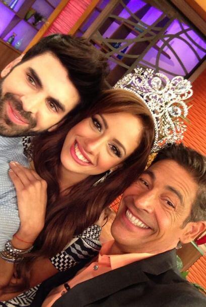 """""""Ya tengo mi foto con la nueva @NuestraBelleza @aleydaofficiall y @Jomar..."""