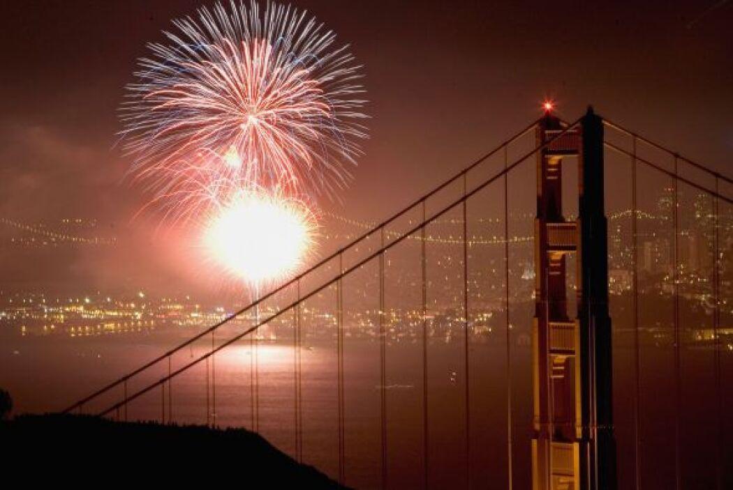 En San Francisco la ciudad pone en marcha fuegos artificiales desde el f...