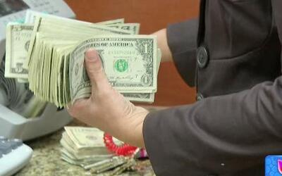 ¿Quién debe llevar las riendas del dinero en la casa?