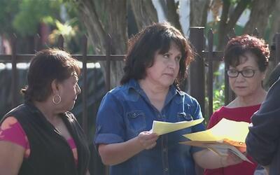 Ciudadanos al este de Los Ángeles piden a las autoridades controles de v...
