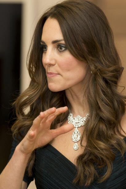 Se dice que este collar fue un regalo de bodas para la reina en el a&nti...