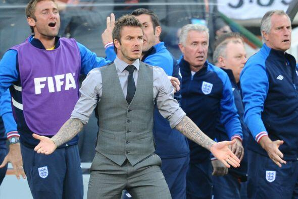 David Beckham no lo podía creer y protestó ante la mirada...