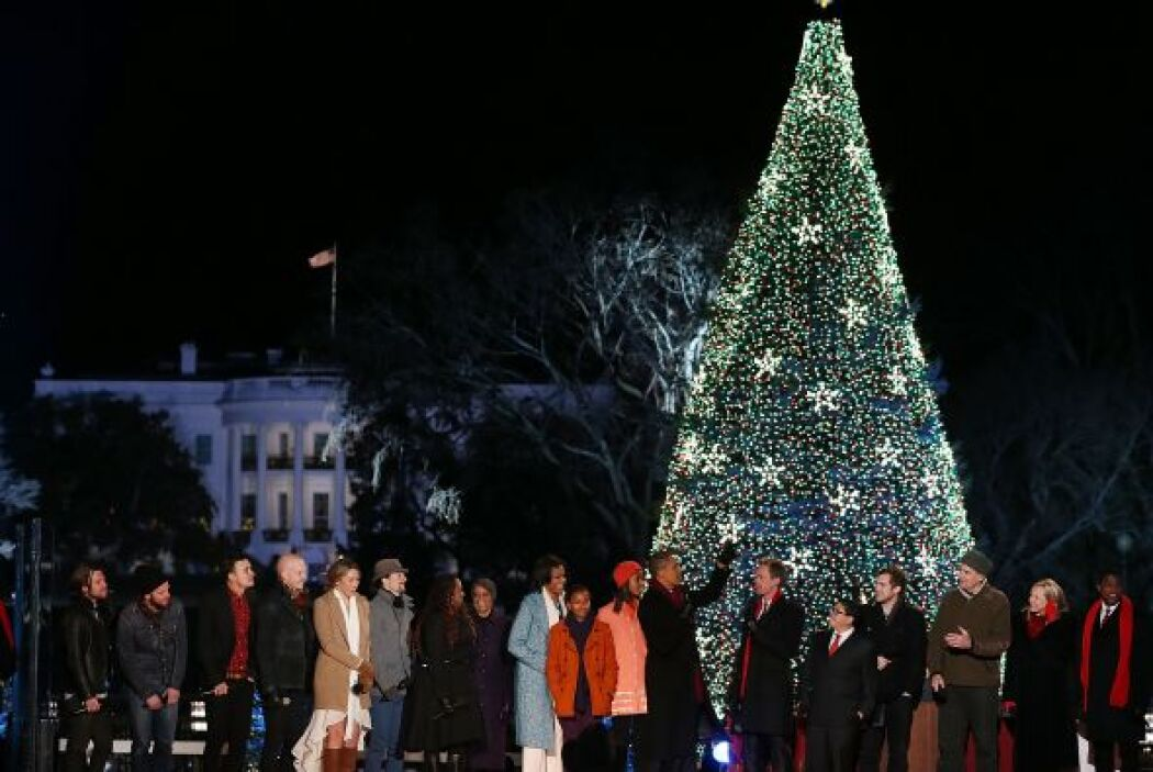 El Presidente estadounidense, Barack Obama, y su familia encabezaron la...
