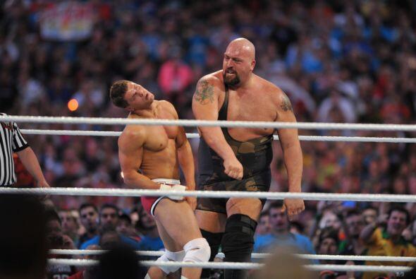 Luego vino la desigual pelea entre el gigante Big Show y el Campe&oacute...
