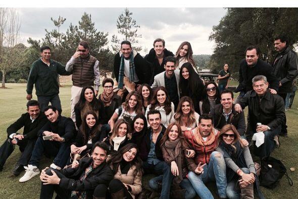 Actores, conductores, periodistas y otros integrantes de la empresa Tele...