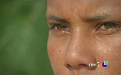 Los ojos de Brayan Soler no dejan de mirar hacia el otro lado de la fron...