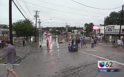 Lluvias provocan desbordamiento del arroyo Shoal Creek