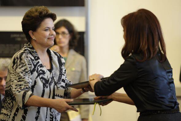 En materia del comercio, Rousseff  dijo 'También seguiremos comba...