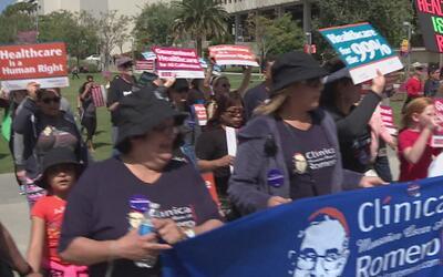 Funcionarios del sector médico se unieron en una marcha para apoyar la i...