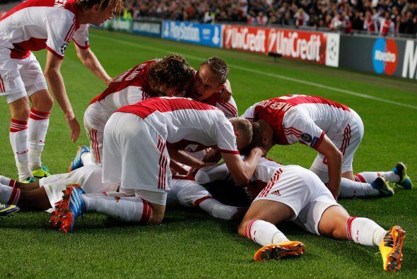 Stefano Denswil ponía el 1-0 y causaba la alegría de todos...