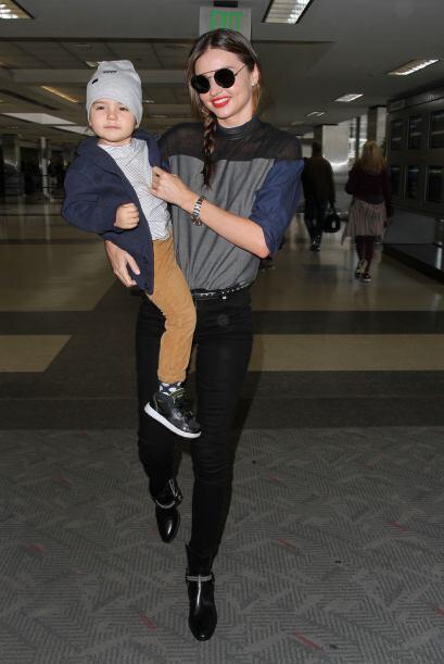 Miranda Kerr llevó en la semana unos ajustados 'jeans' negros y una blus...