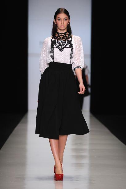 Las faldas midi y los 'crop top' son otro mega 'must' de la temporada ot...